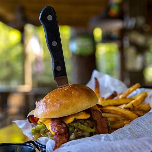 Boonies Restaurant & Tiki Bar